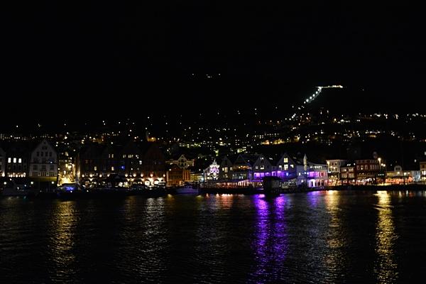 Bergen bei Nacht - Blick über den Hafen.