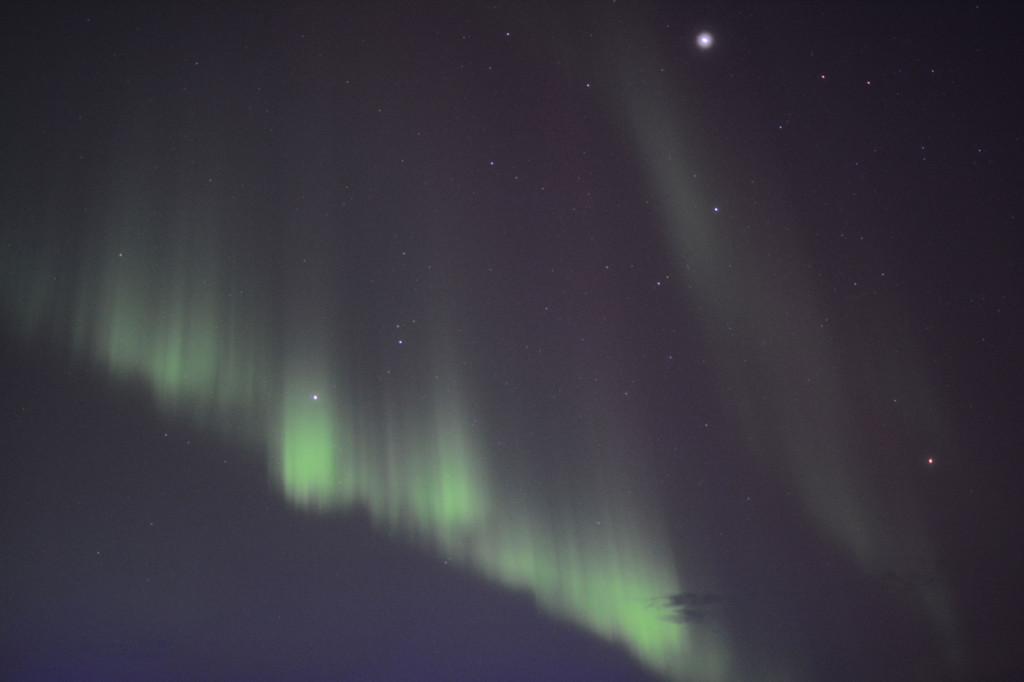 Polarlicht mit 30mm f/1,4, Belichtungszeit 1,6 Sekunden. 27.2.2014, in der Barentssee