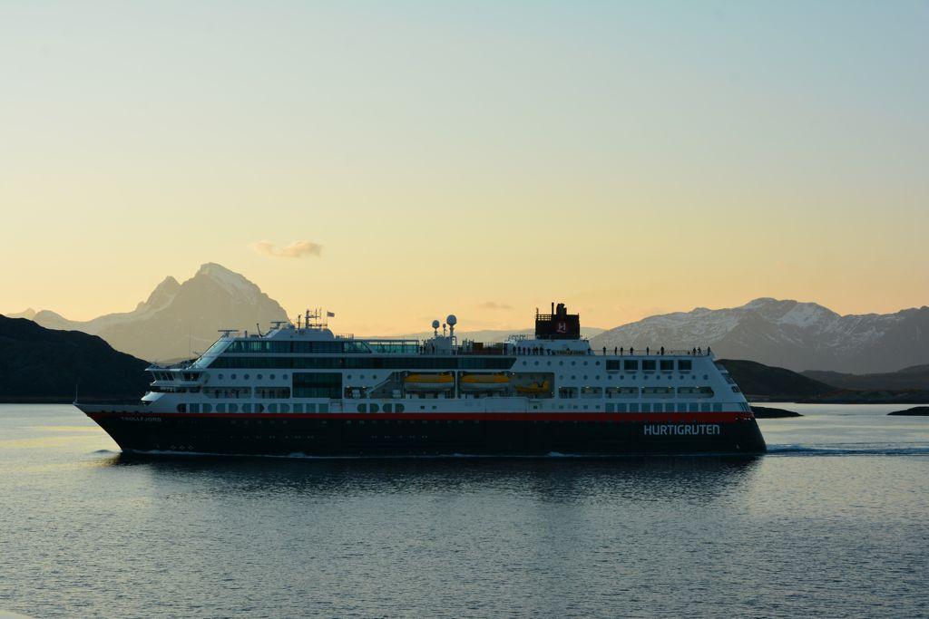 Die nordgehende MS Trollfjord, an einem richtge gudn Morgn in Paradies.
