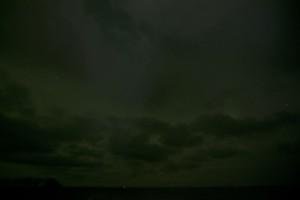 Was ist das? Grünes Polarlicht. Was macht das? Grüne Wolken.