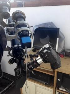 Eine dSLR und die blaue Planetenkamera für den Livestream hielten das Ereignis fest.