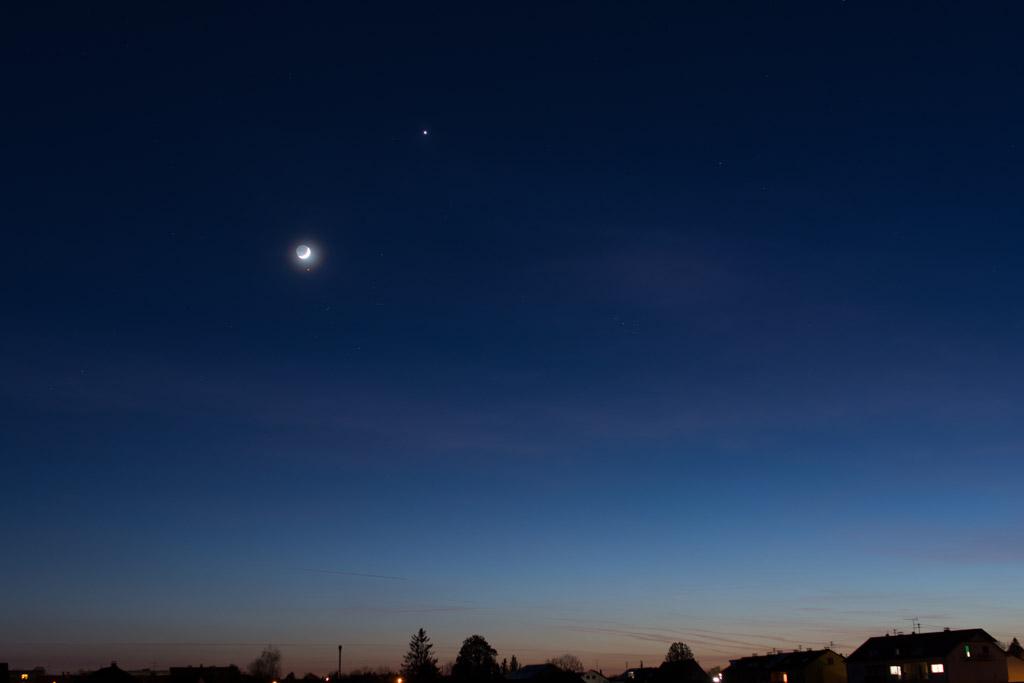 Venus und Mond bei Plejaden und Hyaden – 21. April 2015, 21:19 MESZ.