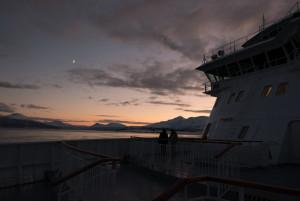 Kurz vor Tromsø: Der Mond über der Finnmarken