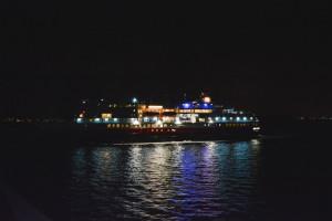 MS Finnmarken in der Nacht