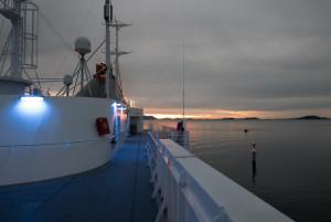 Das Oberdeck der Finnmarken hat seinen Reiz – und der Sonnenuntergang natürlich auch.