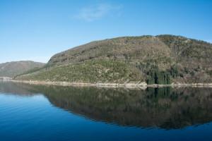 Ruhiges Wasser vor Ørnes