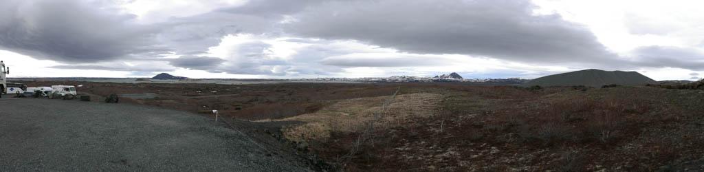 Das Umfeld von Dimmuborgir, rechts der Krater Hverfjall